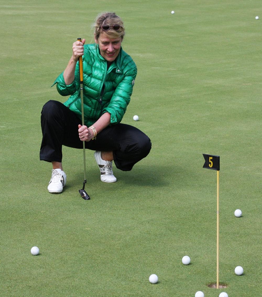 Aufstellungsarbeit am Golfplatz